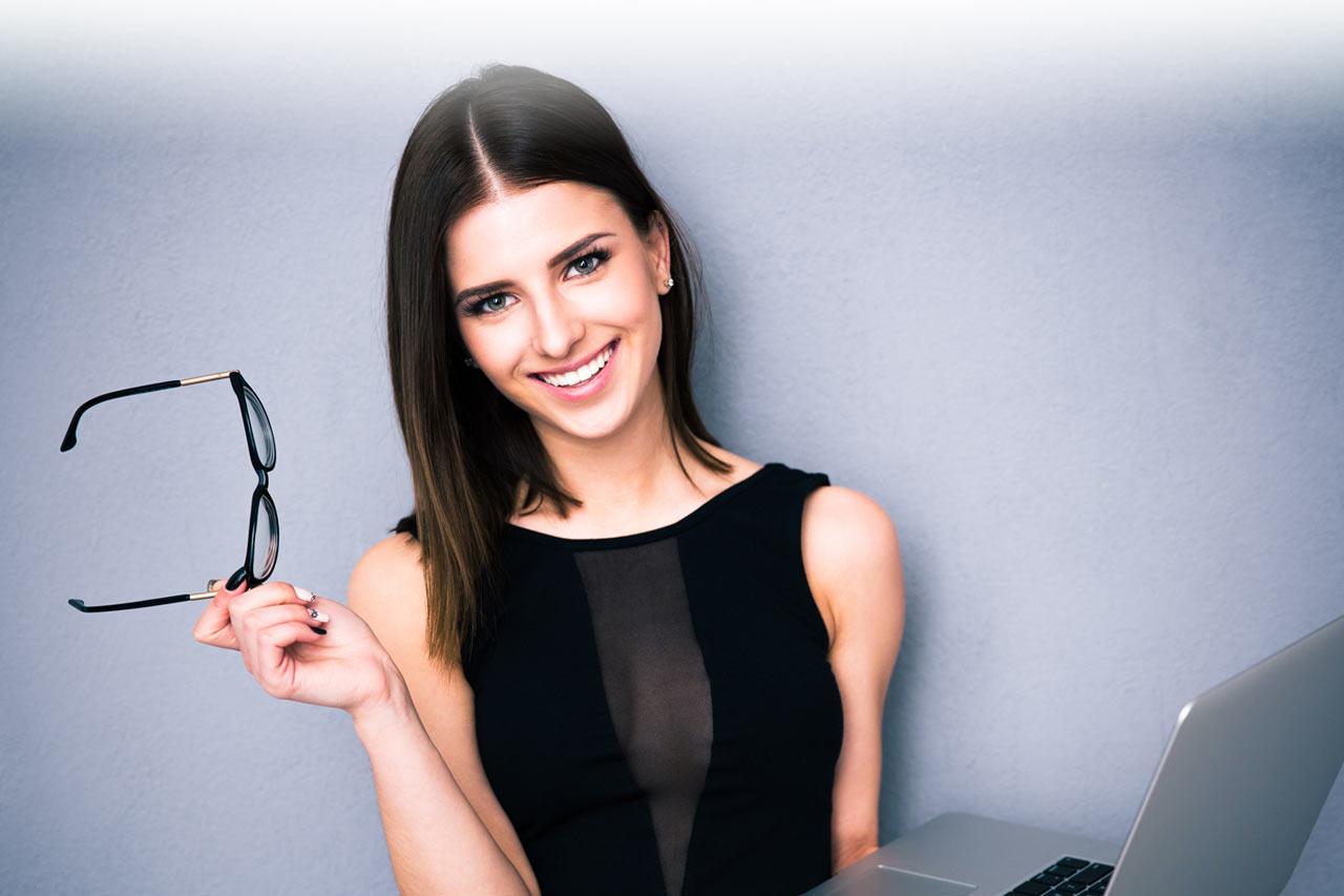 BB-Hero-business-lady-glasses-1280x853