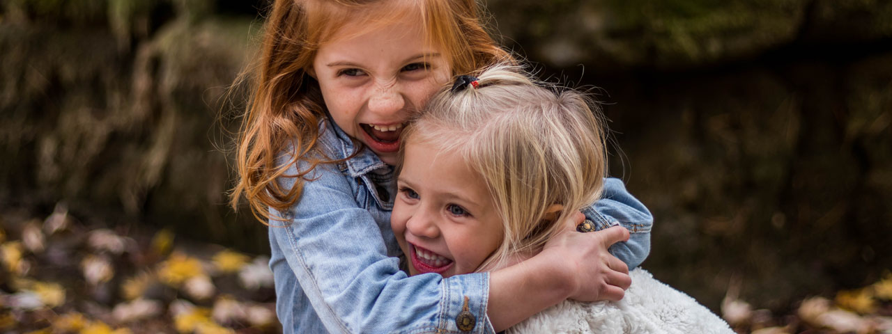 Cute-Happy-Children-Hugging-1280x480