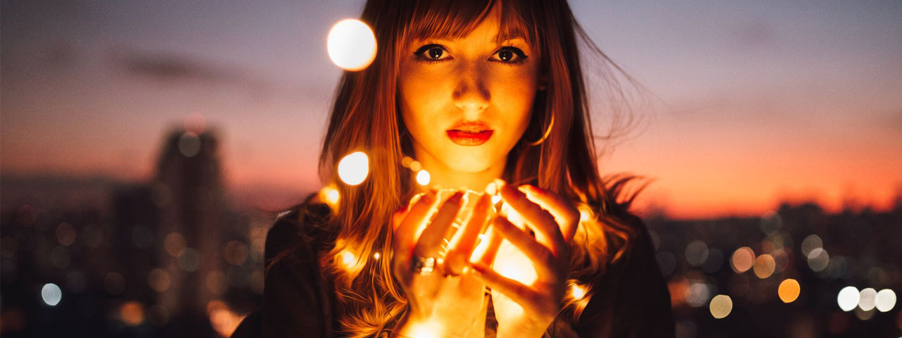 Girl With Lights 1280×480
