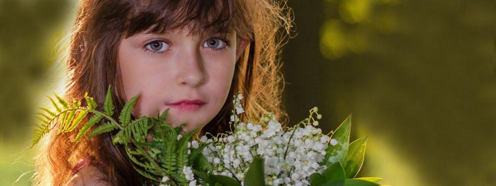 Girl Pretty Eyes Flowers 1280x480