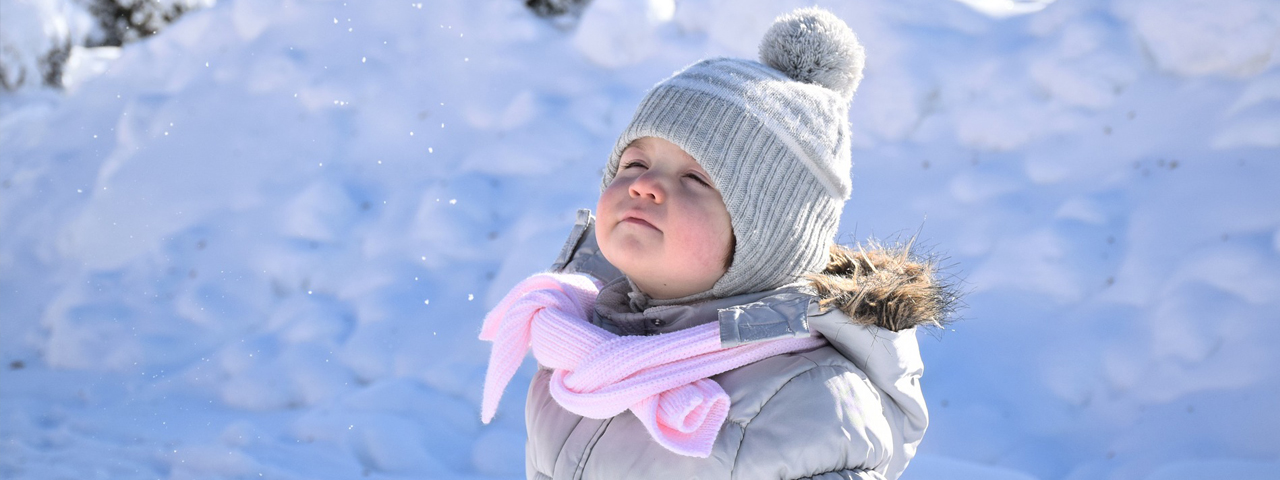 Little Girl Winter Snow 1280x480