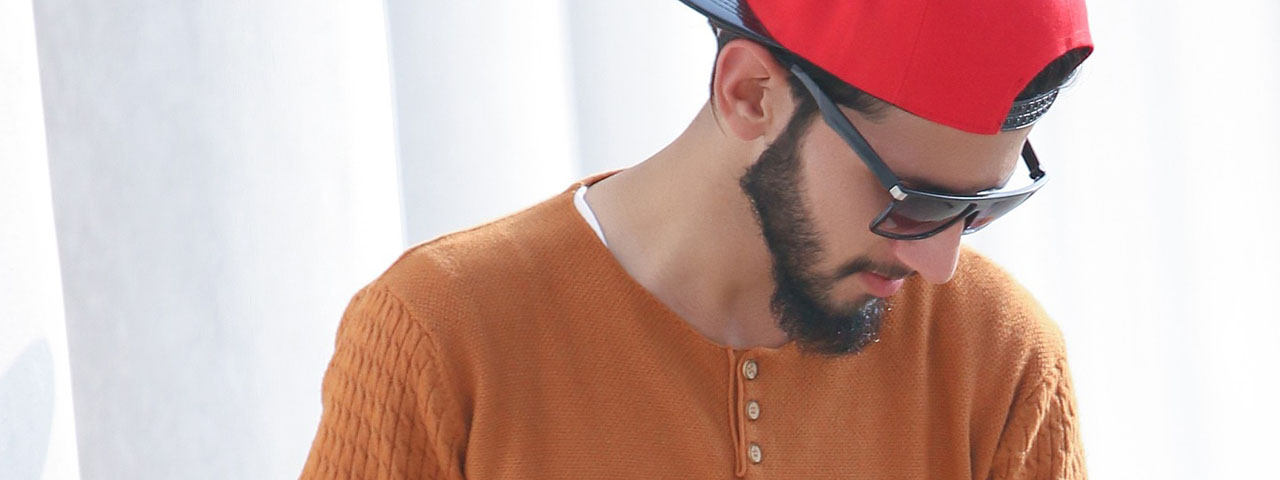 Man-Sunglasses-Red-Cap-1280x480