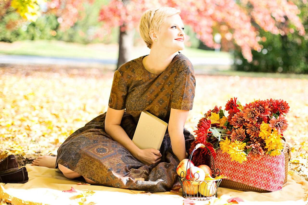 Blond Woman Flowers Apples 1280x853 1