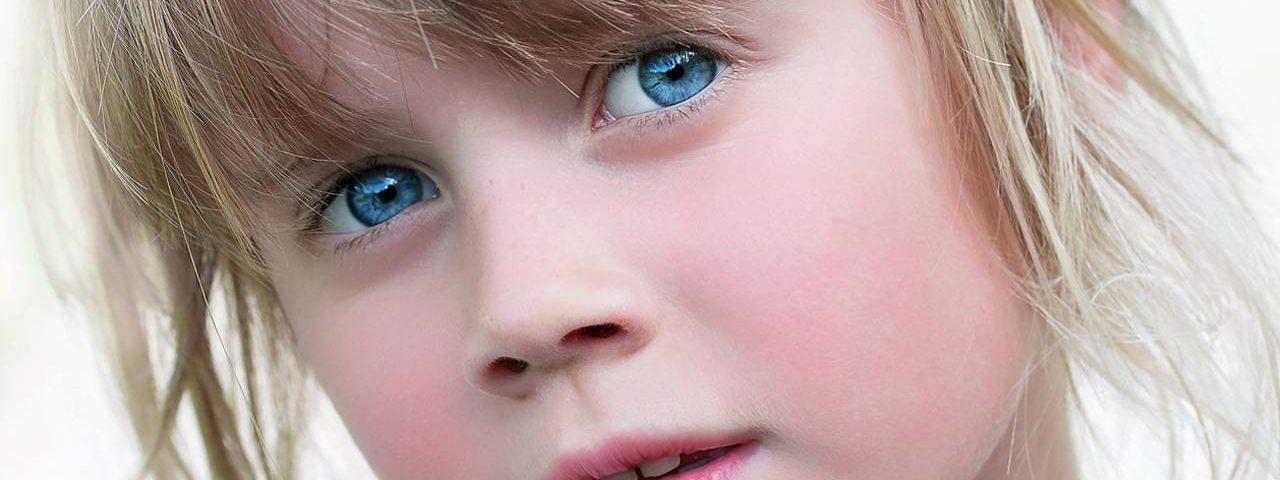 Blue Eyed Shy Girl 1280x853 1280x480