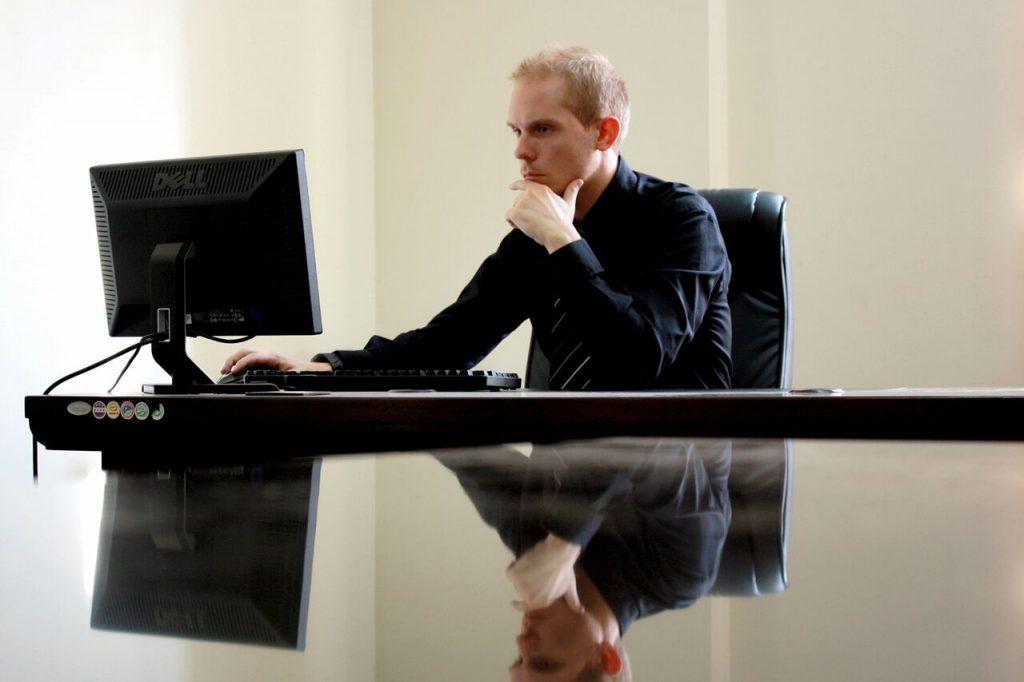 Business Man Desk Computer 1280x853