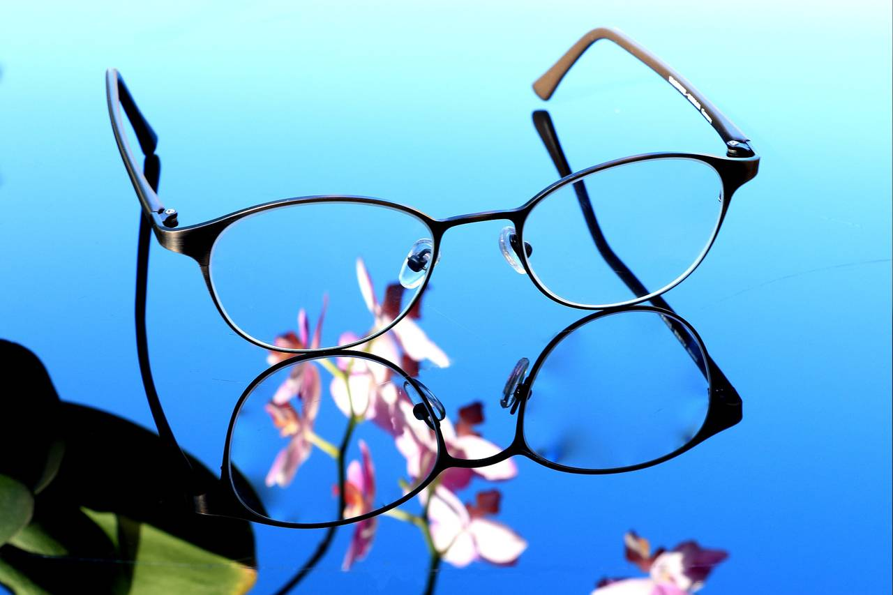 Glasses Flowers Reflection 1280x853