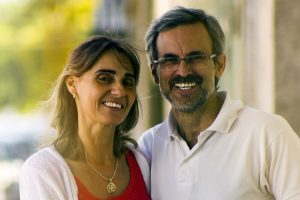 Happy Older Couple Glasses 1280×853