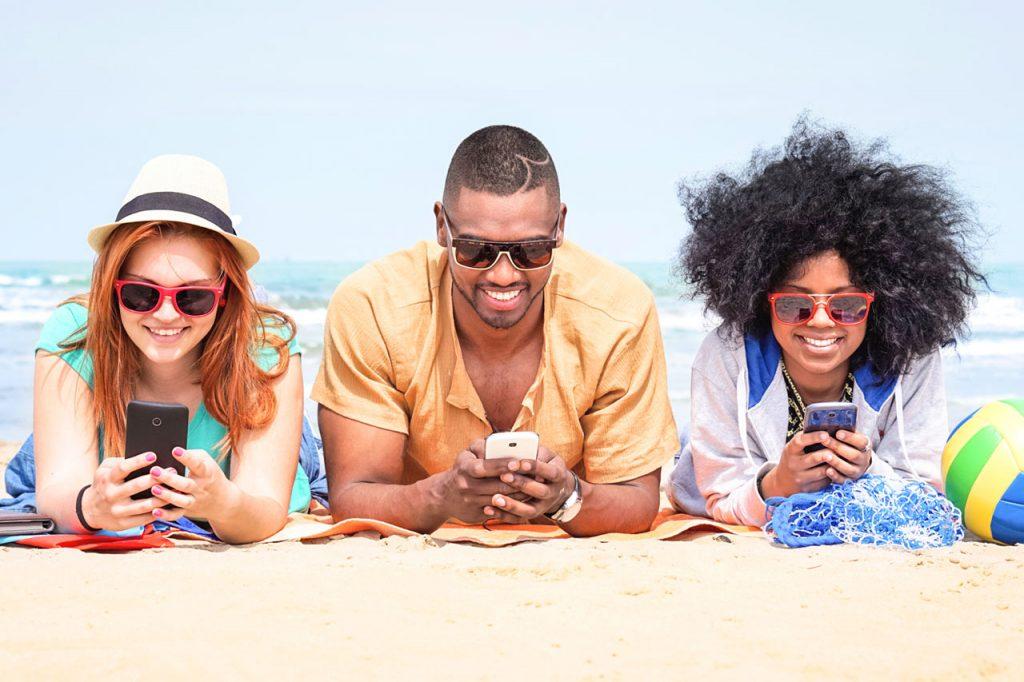 Happy People Beach Sunglasses 1280×853