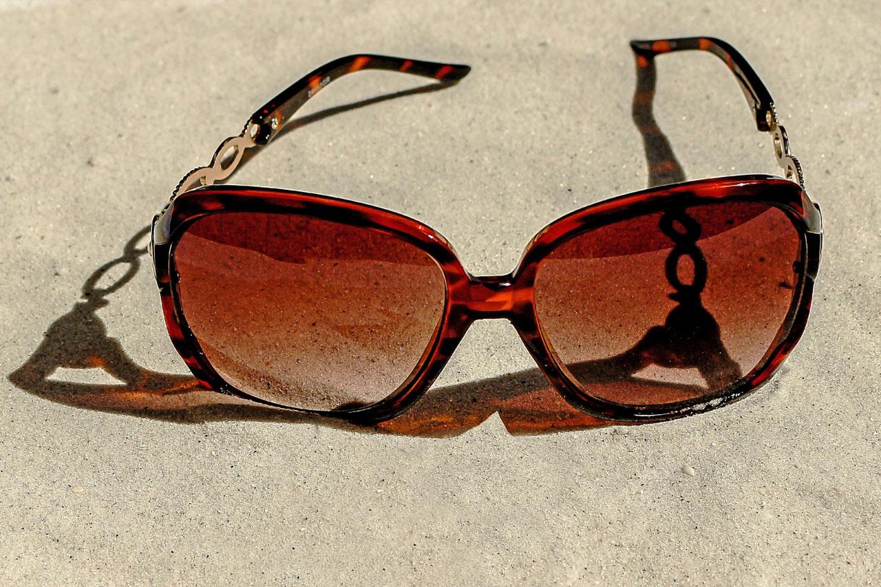 Sunglasses in Sand 1280×853