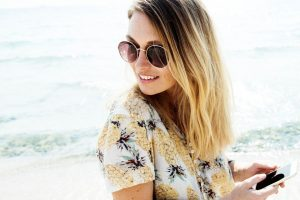 Woman Sunglasses Beach Phone 1280x853