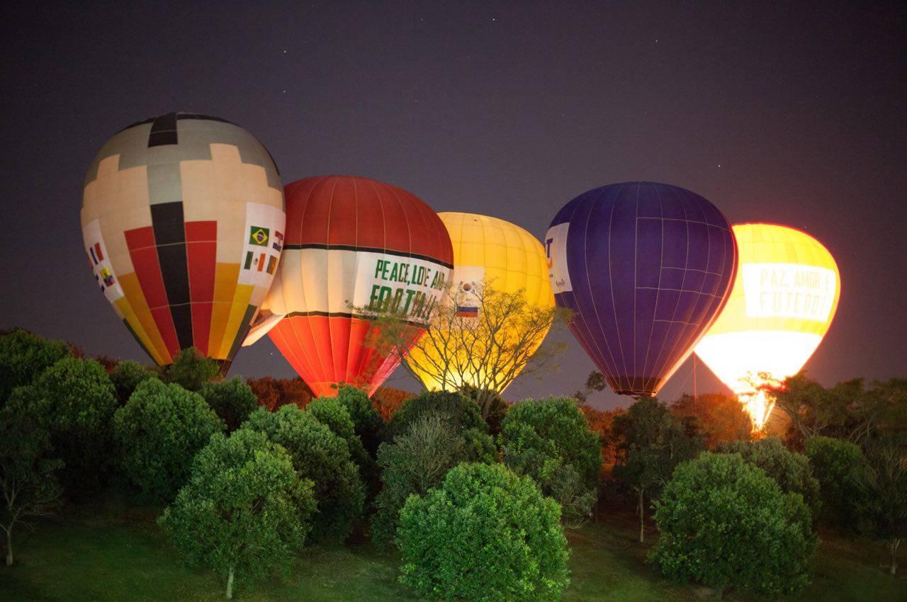 bkground_hotair-balloons-night-sm