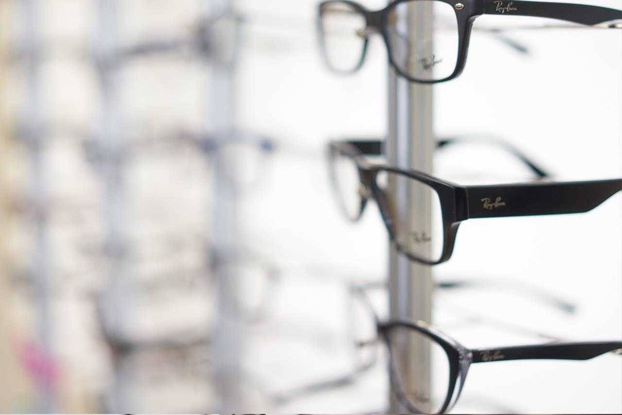 glasses_display_rayban_focus_right_blur