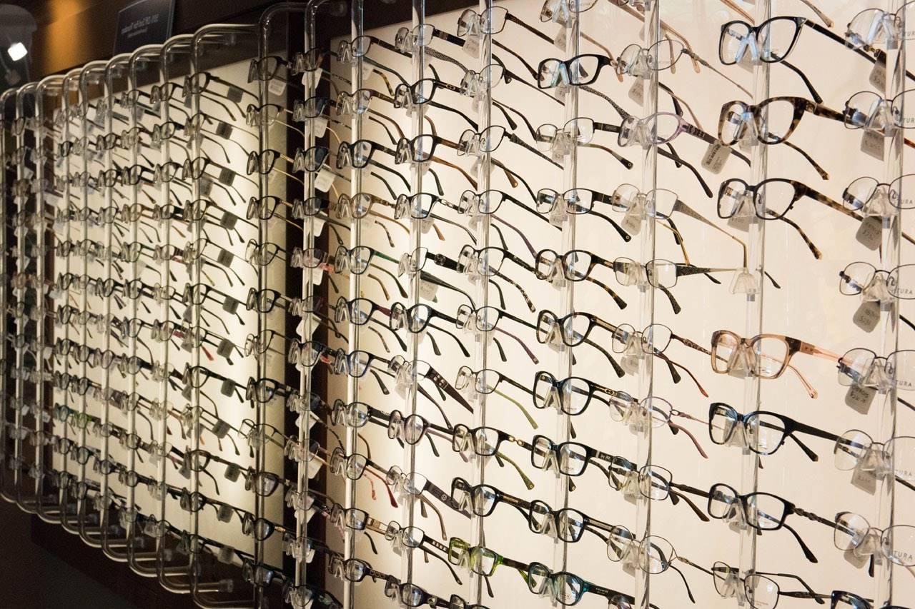 glasses_wall_display