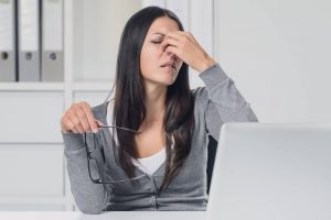 woman suffering dry eyes in Burnaby, British Columbia