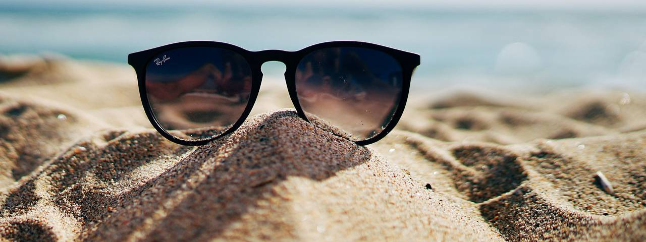 Sunglasses-Beach-Sand-Pile-1280x480
