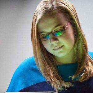bluetech girl with ipad 640x640