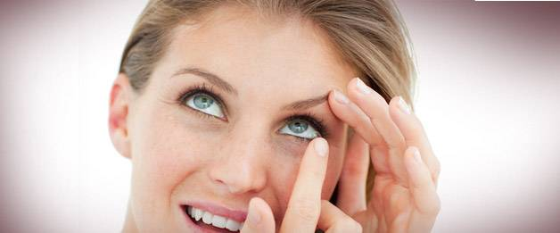 woman putting on contact lenses - optometrist  Colorado Springs, CO