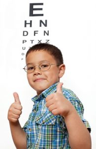Little Boy Happy with Glasses at Optometrist's Office -Especialista de los ojos