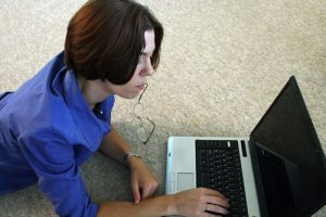woman with laptop in Kincardine