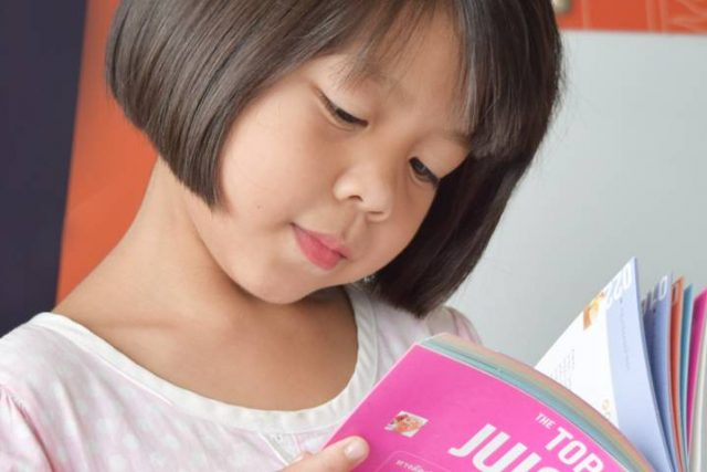 Asian-Girl-Reading-Book-1280x480-640x427