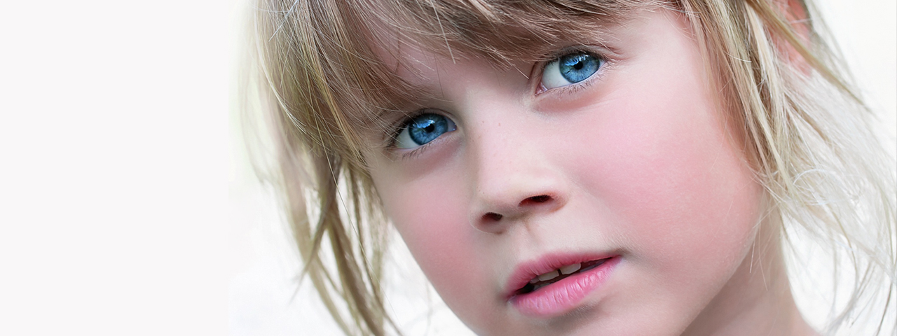Blue Eyed Shy Girl 1280x480
