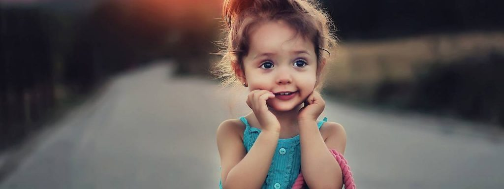 Cute-Child-With-Handbag-1280x480-1024x384