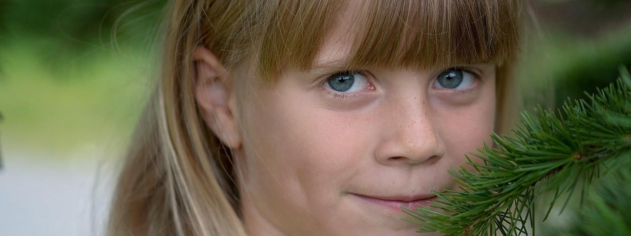 Young Girl Smile Tree 1280x480