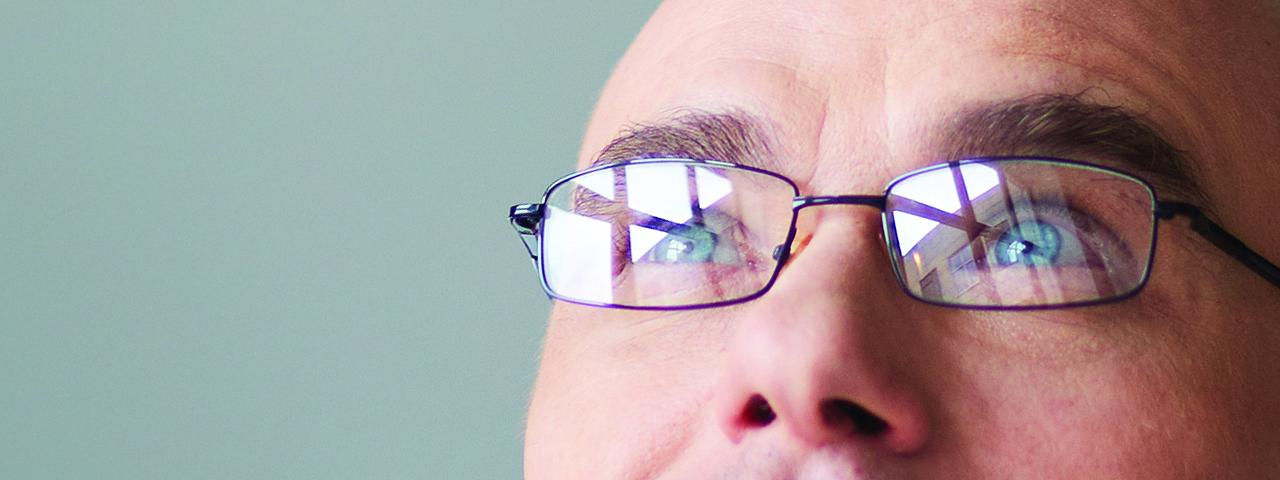 businessman_looking_up-slide
