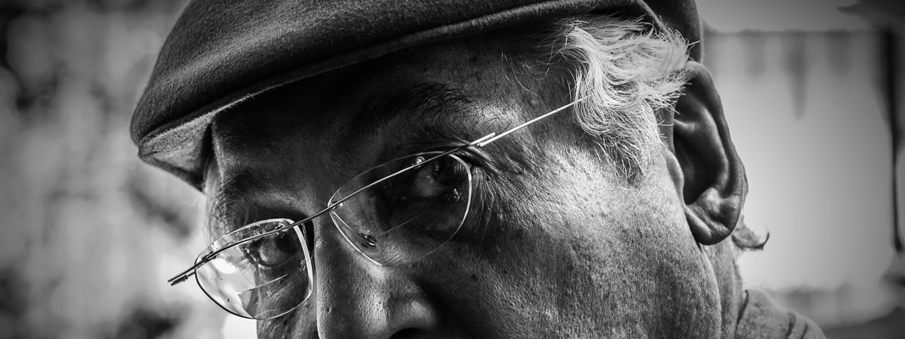 glasses senior man hat bw