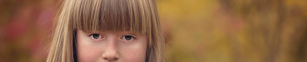 child-girl-stare-autumn