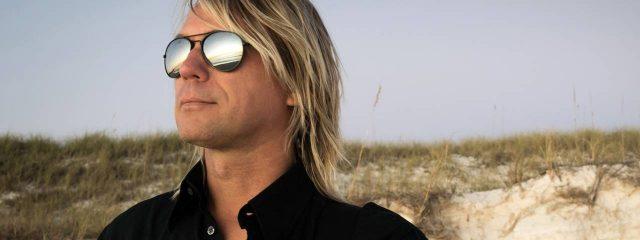 Man BlondDark Sunglasses 1280x480 1 640x240
