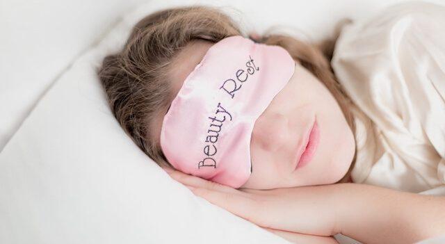 Las Vegas eye doctor treating eye open during sleep