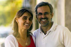 Happy Older Couple Glasses 1280x853 300x200