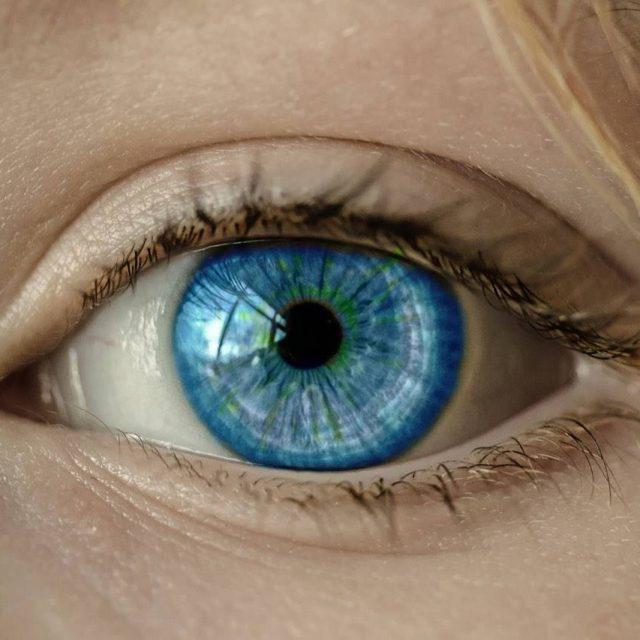 woman with blue eye in Old Bridge, NJ