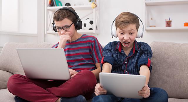 Boys-Gaming-Blue-Light