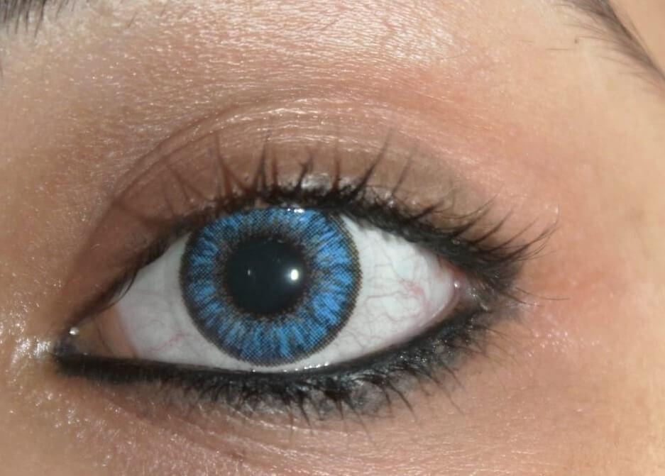 girl eye lens blue contact lens in Rockford, Illinois