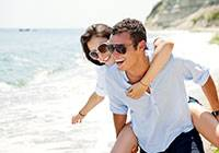 polarized-glasses-couple