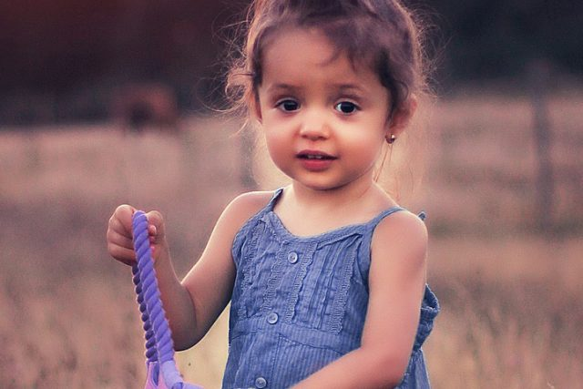 Child Girl Cute 1280x480 640x427