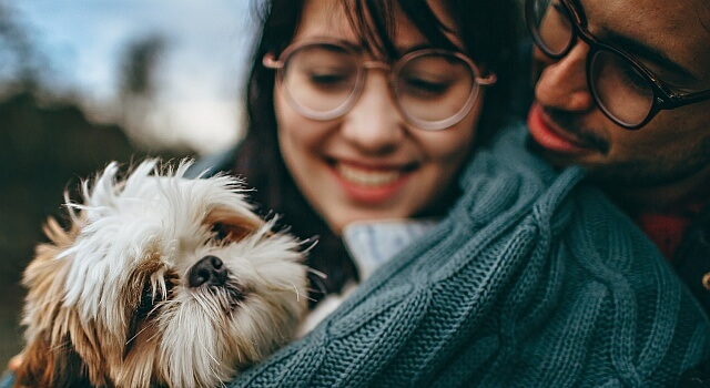 happy-couple-dog-eyeglasses-640x350