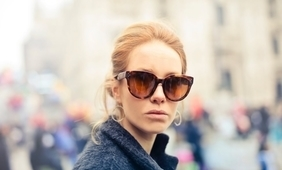 woman blond sunglasses_1280x851