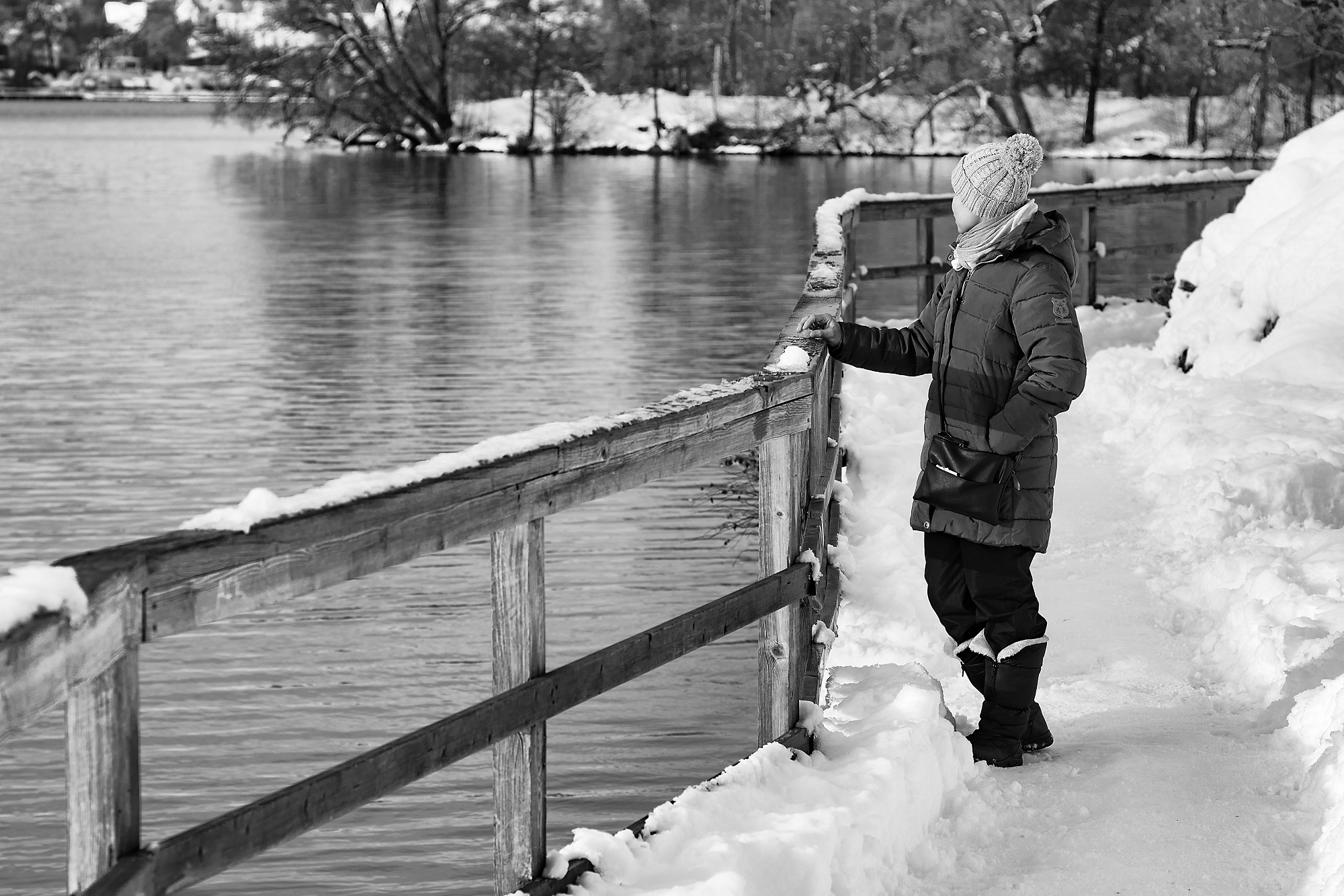 black-ice-article-woman-in-snow