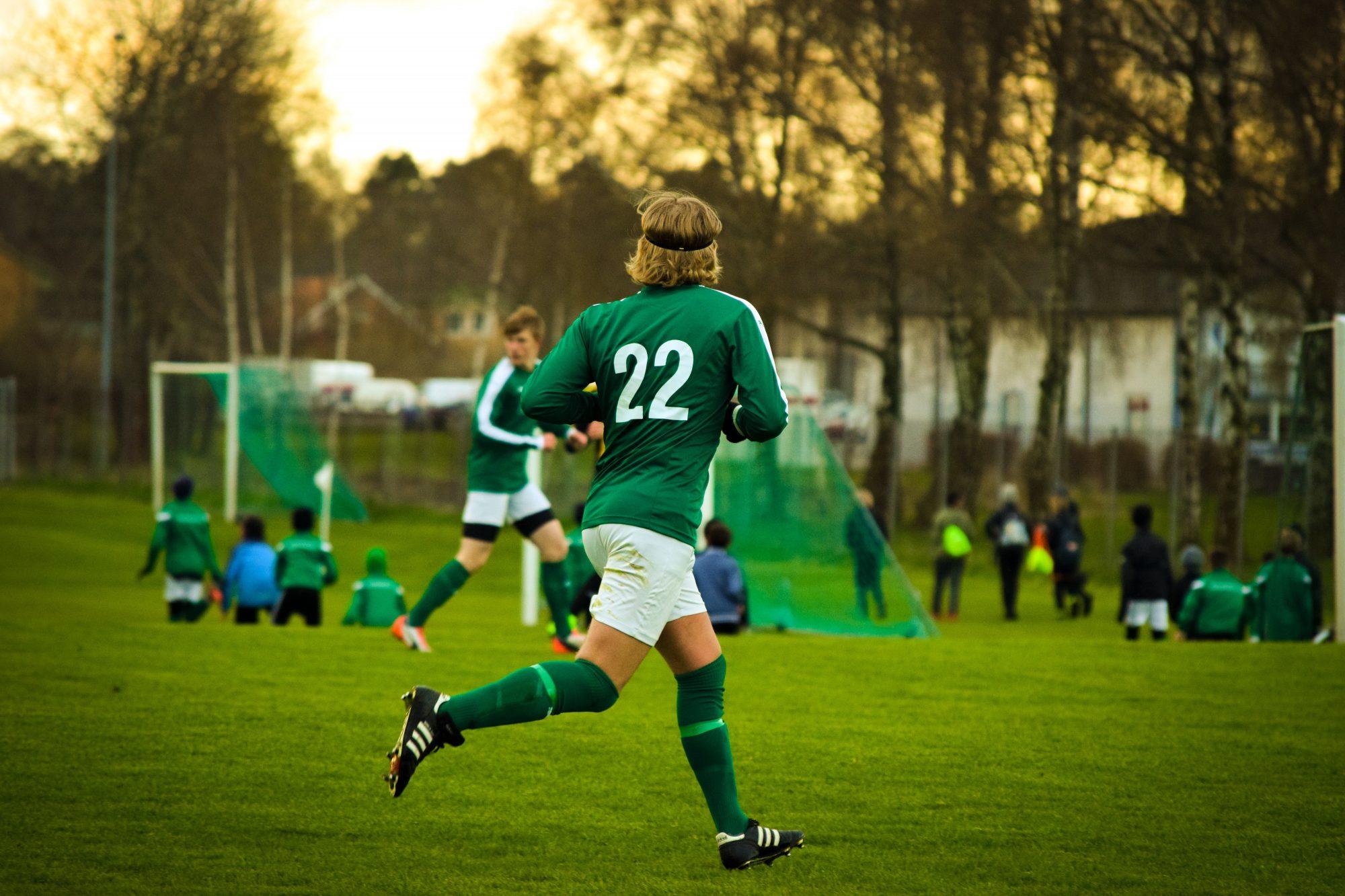 athletes-field-football-532805-e1526323851619