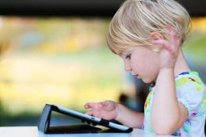 blond-child-reading-tablet-660x440