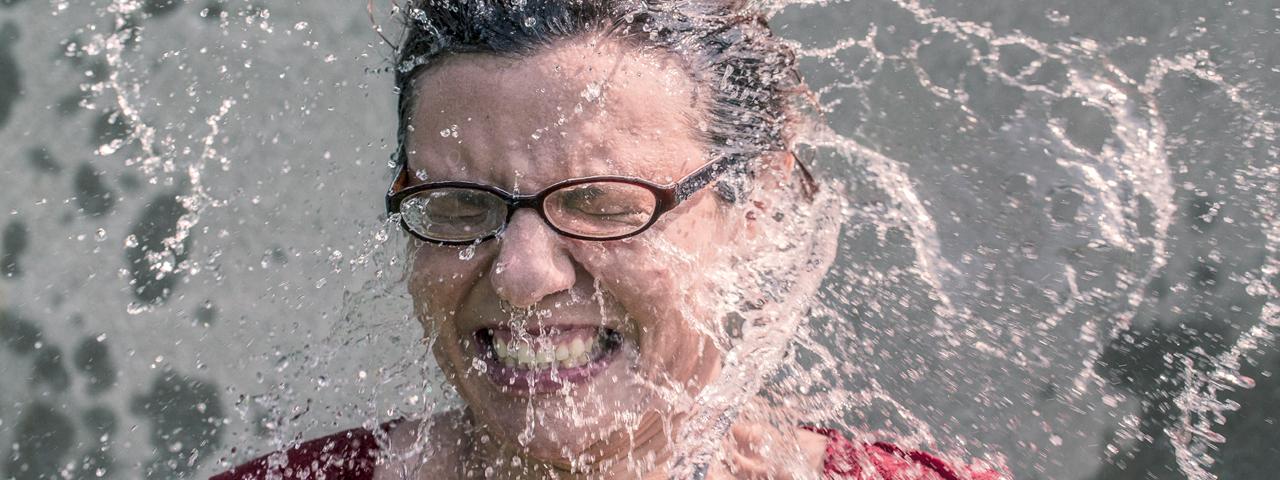 woman_glasses_water_splashing_1280x480