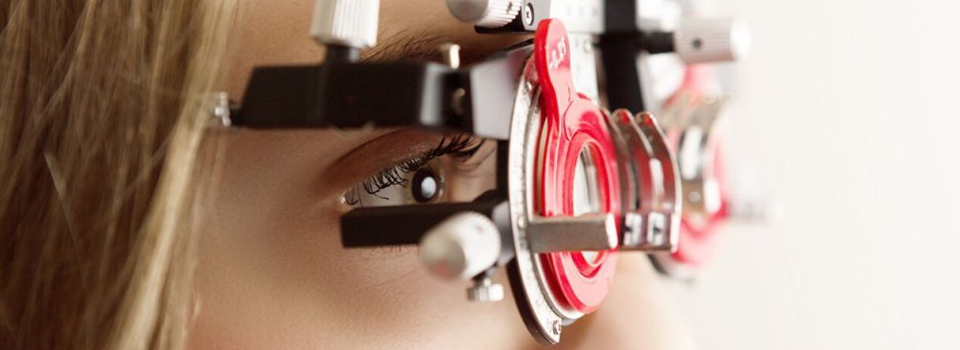 woman with an eye exam in Freelton, ON