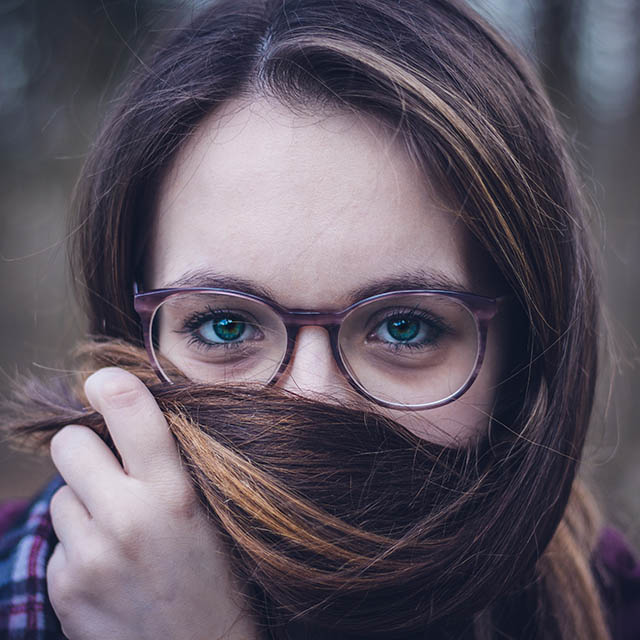 girl with glasses hair 640