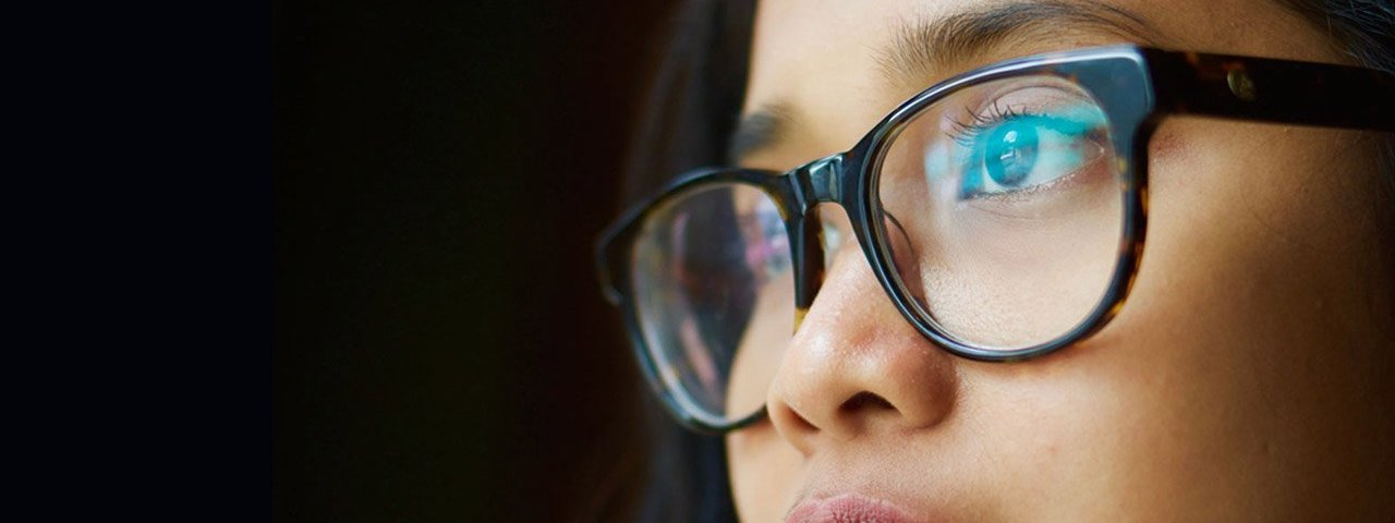 asian-glasses-20s-woman-staring-1280x480-1