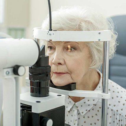 senior woman eye exam 640