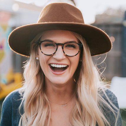 woman smiling big hat 640