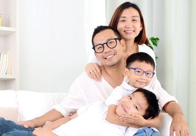 ethnic family 4 people 640